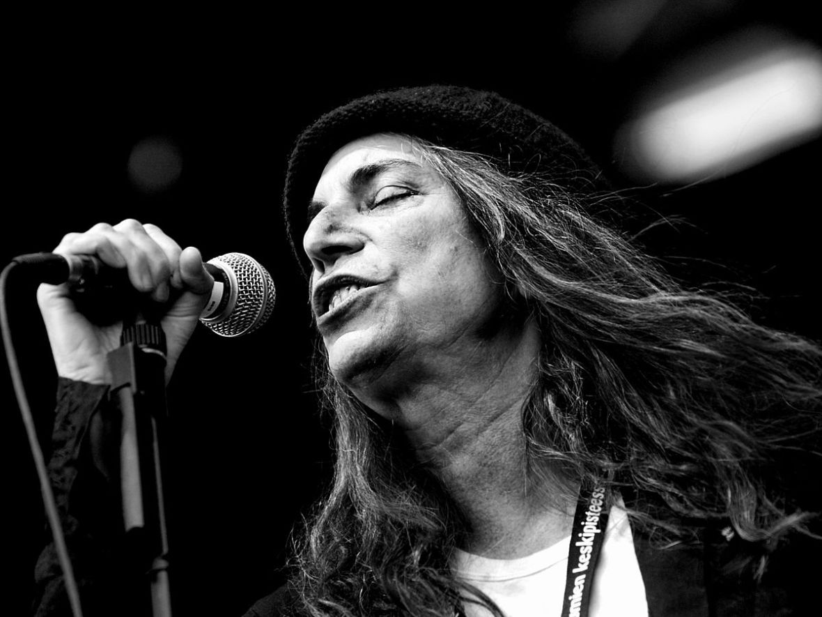 1200px-Patti_Smith_performing_in_Finland,_2007